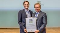 """Eurotramp erhält den Award """"100 Betriebe für Ressourceneffizienz"""", überreicht an Geschäftsführer Dennis Hack durch Umweltminister Untersteller"""